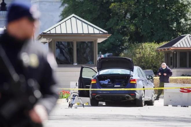 Carro atropela dois policiais na porta do Congresso dos EUA e um deles  morre; suspeito é morto ao ser detido | Mundo | G1