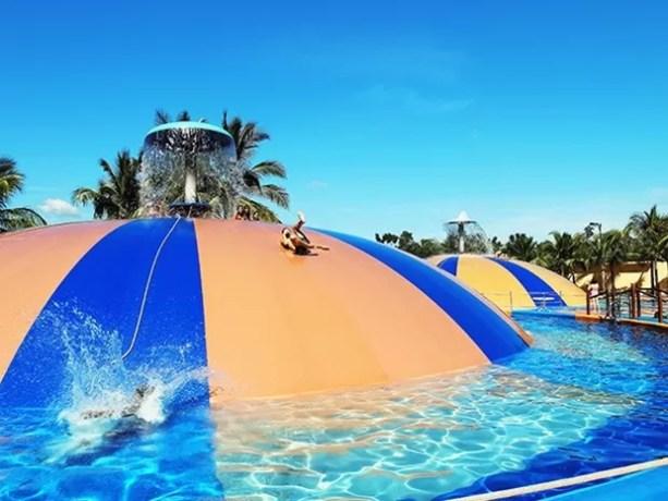 Atração 'bolha gigante' tem quatro metros de altura (Foto: Divulgação / Site oficial)