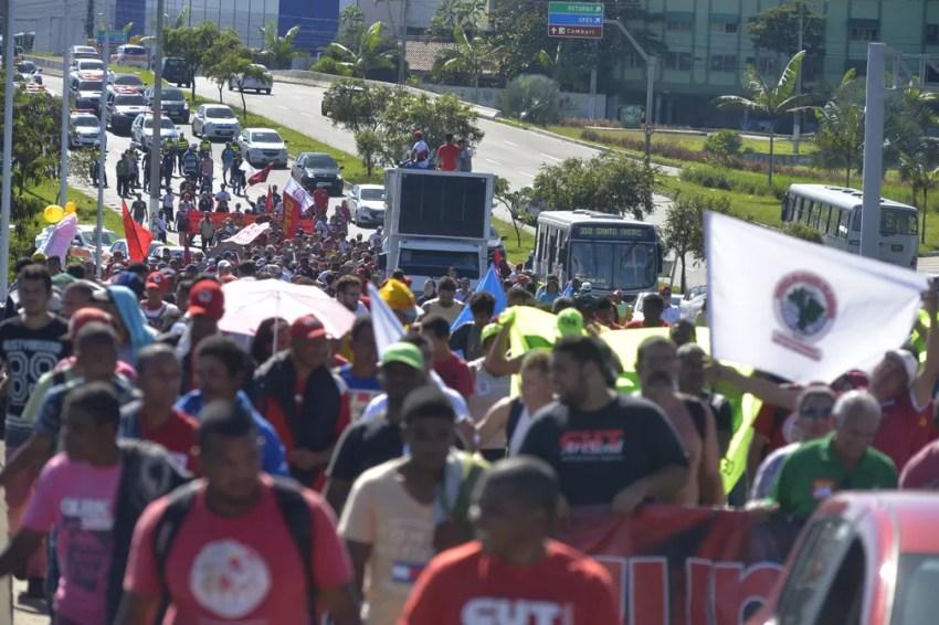 Manifestantes saíram da BR-101 em Carapina e da Ufes (Foto: Bernardo Coutinho/ A Gazeta)