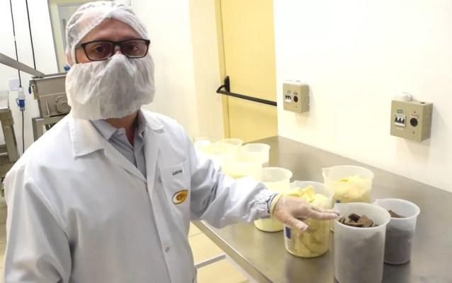 Valdecir Luccas, pesquisador do Cereal Chocotec do Ital, em Campinas, é co-orientador do estudo sobre redução de açúcar no chocolate ao leite. — Foto: Patrícia Teixeira/G1