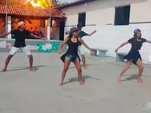 Raio atinge escola durante apresentação de alunos na Bahia (Foto: Reprodução/ TV Oeste)