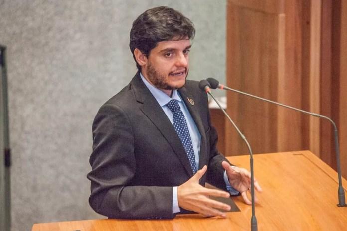 O deputado Rodrigo Delmasso em discurso na Câmara (Foto: Carlos Gandra/Divulgação)