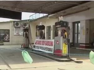Greve de caminhoneiros deixa postos sem combustíveis (Foto: Reprodução/RBS TV)