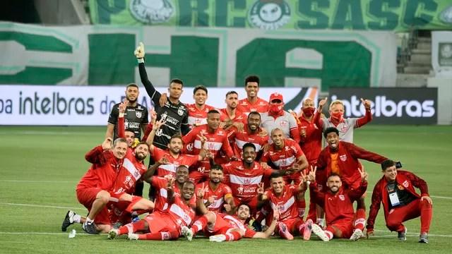 Jogadores do CRB comemoram no Allianz Parque