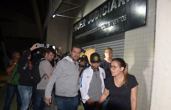 Clayson na saída do Jecrim após o jogo contra o Botafogo (Foto: André Durão)