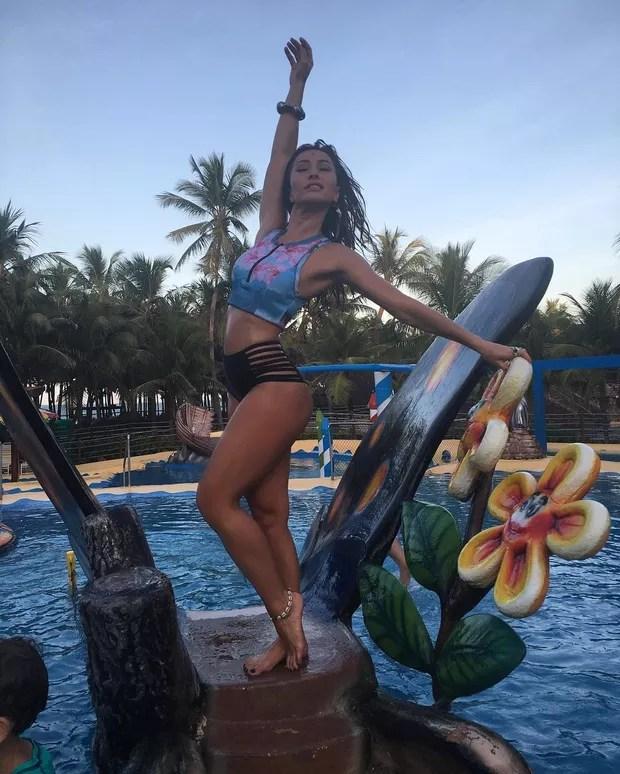 Sabrina Sato: Biquíni e maiôs com muitas tiras e bem diferentes são os hit entre as famosas no verão 2017 (Foto: Instagram / Reprodução)