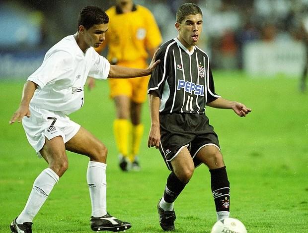 ricardinho corinthians renato santos semifinal paulista 13/05/2001 (Foto: agência Gazeta Press)