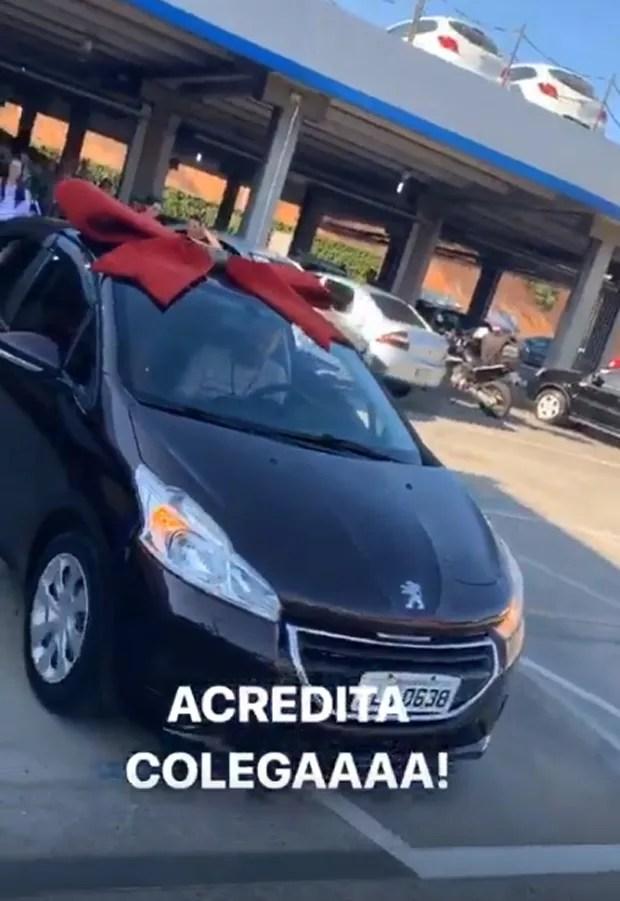 Carlinhos Maia dá carro novo a motorista com dinheiro que economizou na lua de mel 6