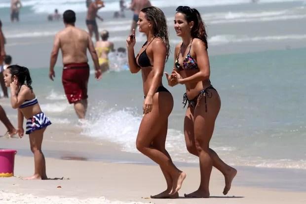 Carol Guarnieri e Pérola Faria (Foto: Marcos Ferreira / Foto Rio News)