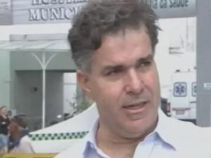 Secretário de Saúde admite que prefeitura não pagou a empresa (Foto: Reprodução/TV Tribuna)