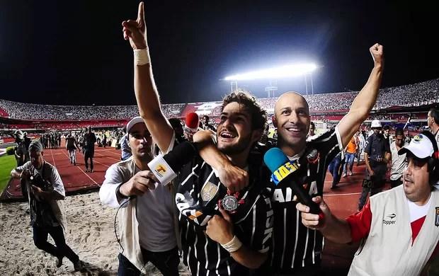 Pato comemoração Corinthians São Paulo Paulista (Foto: Marcos Ribolli / Globoesporte.com)