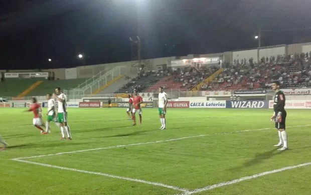 Boa Esporte e Luverdense se enfrentaram em Varginha pela Série B (Foto: Marcelo de Castro / EPTV)