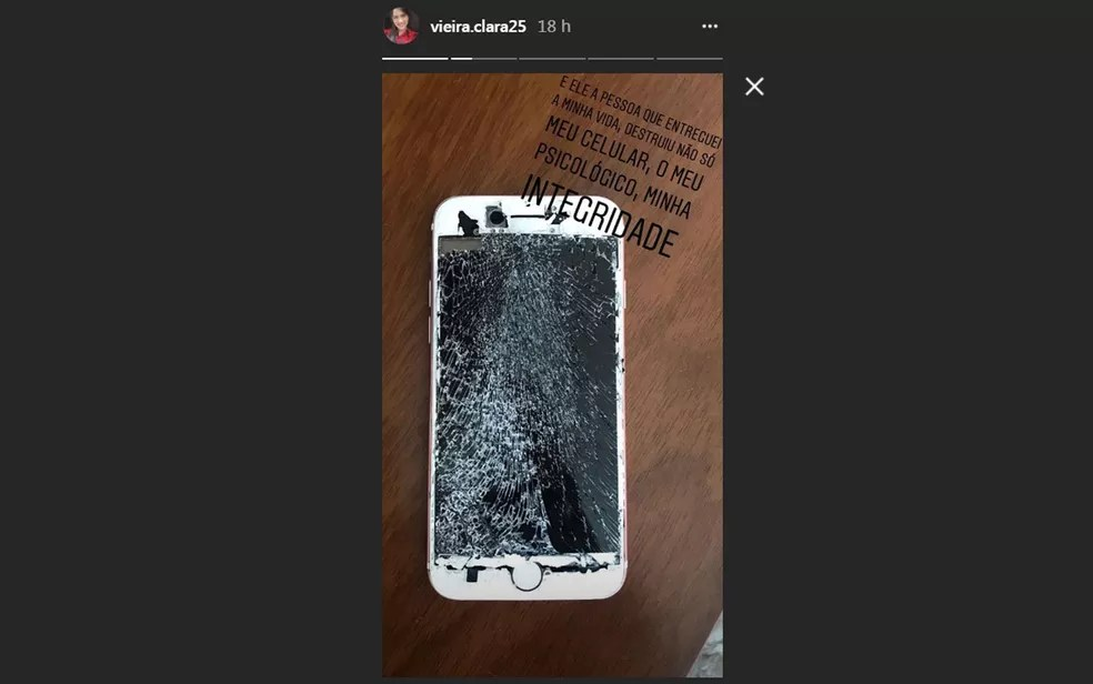 Clara compartilhou imagem com celular quebrado (Foto: Reprodução/ Instagram)