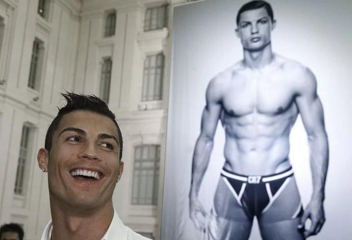 Cristiano Ronaldo durante a apresentação de sua linha de roupa intima masculina  (Foto: EFE)