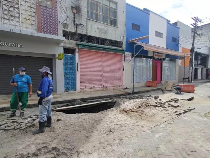 Problema ocorreu na Rua Henrique Martins — Foto: Eliana Nascimento/G1 AM