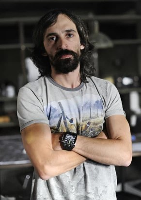 Julio Andrade vive o bandido Charles em 'A Teia' (Foto: Estevam Avellar/TV Globo)