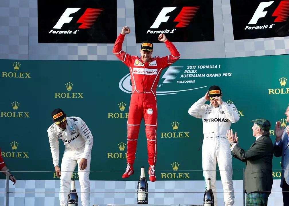 Sebastian Vettel comemora a vitória no GP da Austrália. Hamilton foi o segundo e Bottas o terceiro.  (Foto: REUTERS/Brandon Malone)