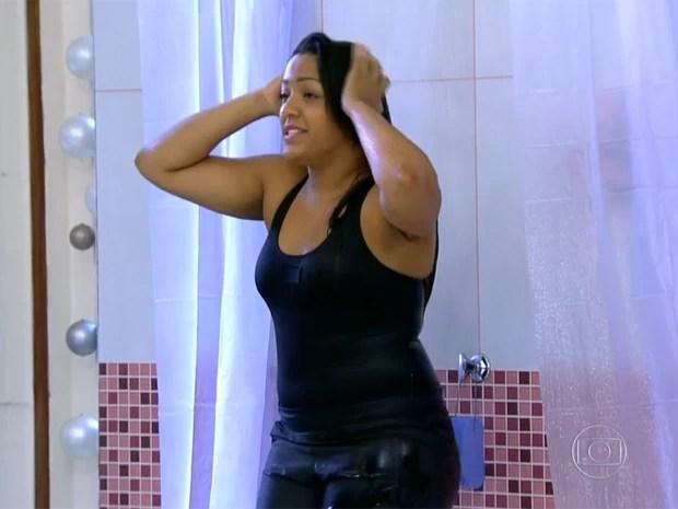 Tâmara - Cantando no Chuveiro (Foto: Mais Você/ TV Globo)