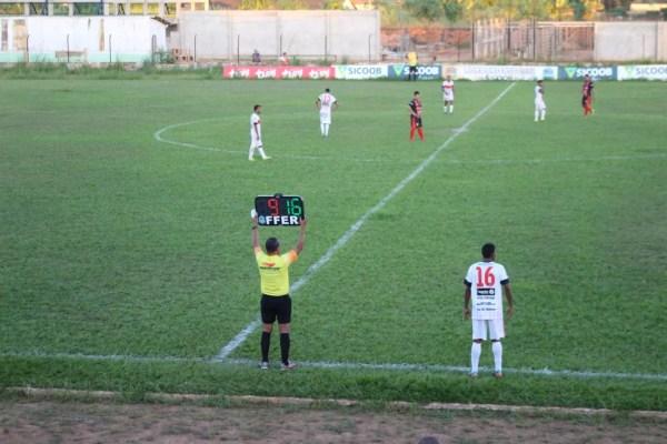 Goleiro Ferreira substituiu Vitor e jogou na linha na última partida do GEC (Foto: Júnior Freitas)