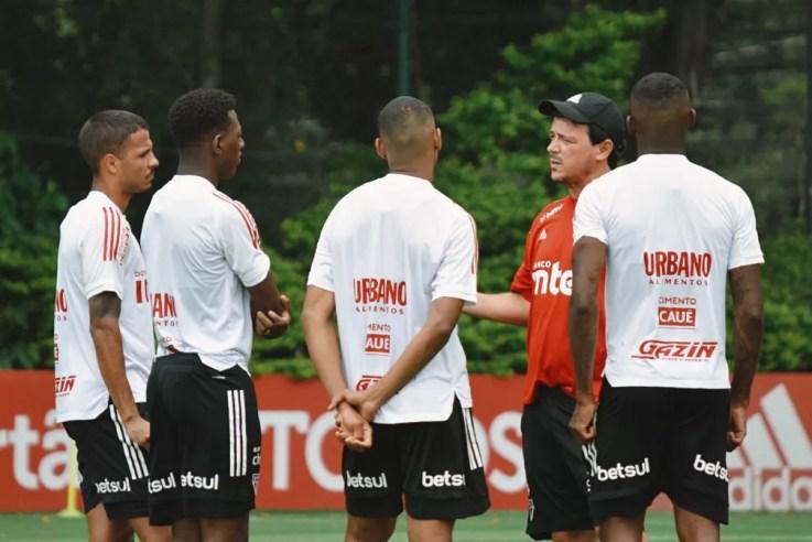 Fernando Diniz em treino do São Paulo — Foto: Reprodução/Twitter