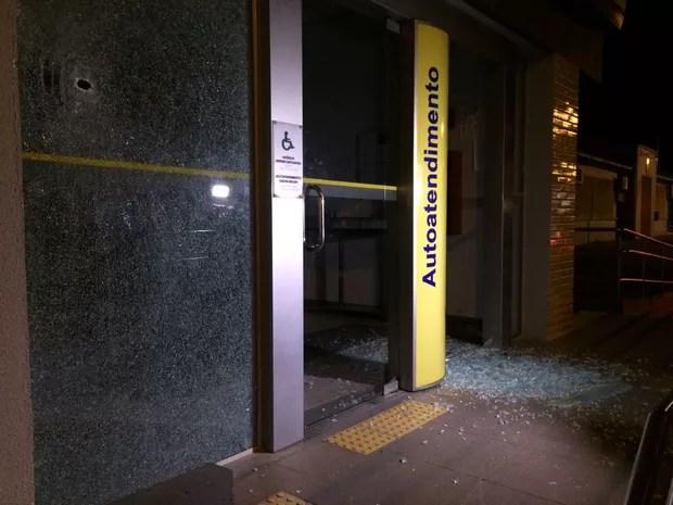 Policiais monitoravam movimentação de quadrilha de arrombamento de banco na cidade (Foto: Paulo Ledur/RBS TV)