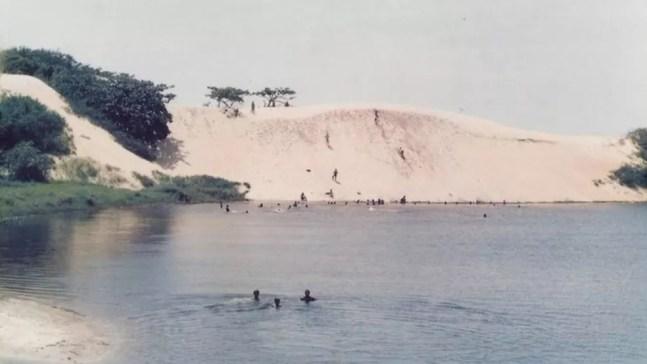 """""""Um dos papéis da vegetação de dunas é segurar o processo de transporte da areia pelo mar, ondas ou ventos"""", explica Clemente Coelho Júnior, da UPE — Foto: Parque Estadual de Itaúnas"""