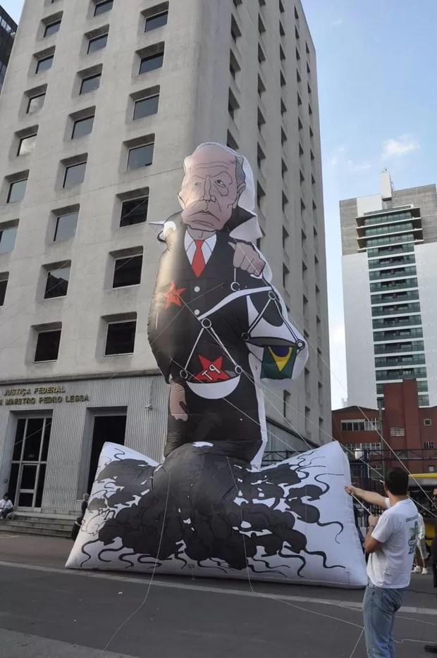 Boneco do ministro Ricardo Lewsandowski durante protesto na Avenida Paulista, em São Paulo (Foto: Carla Zambelli/NasRuas)