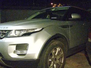 Range Rover de delegado tinha placas adulteradas (Foto: Reprodução/EPTV)