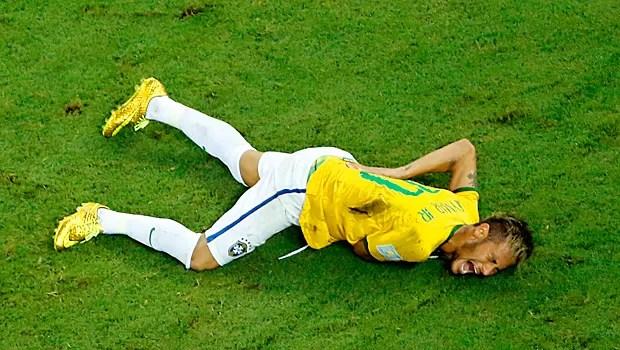Lesão, vértebra, Neymar (Foto: AP)