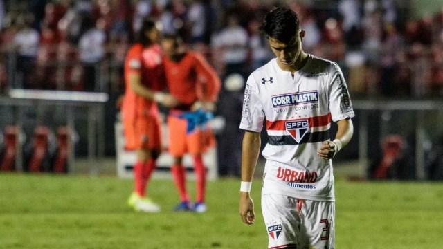 Luiz Araújo foi substituído no intervalo contra o Corinthians (Foto: Marcelo Fim/FramePhoto/EstadãoConteúdo)