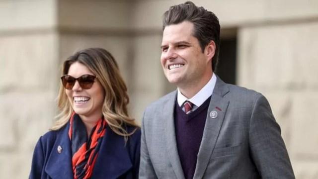 Congressista Matt Gaetz e sua noiva, Ginger Luckey, foram ao resort de Trump, Mar-a-Lago — Foto: Getty Images/Via BBC