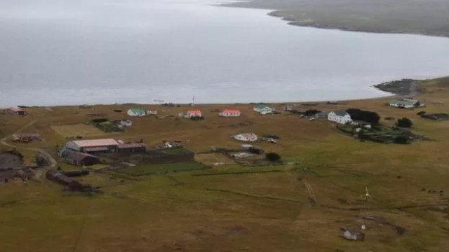Paisagem da ilha de Pebble, nas Malvinas, que está a venda.  (Foto: Arquivo pessoal / Sam Harris)