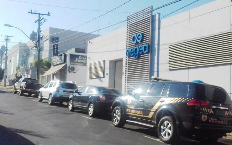 Agentes da PF cumprem mandado de busca na sede da Aegea em Santa Bárbara D'Oeste — Foto: Cláudio Mariano/SBNotícias