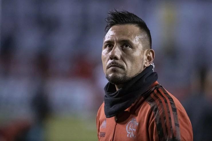 Diego Alves no aquecimento antes da partida em Quito — Foto: Alexandre Vidal / CRF