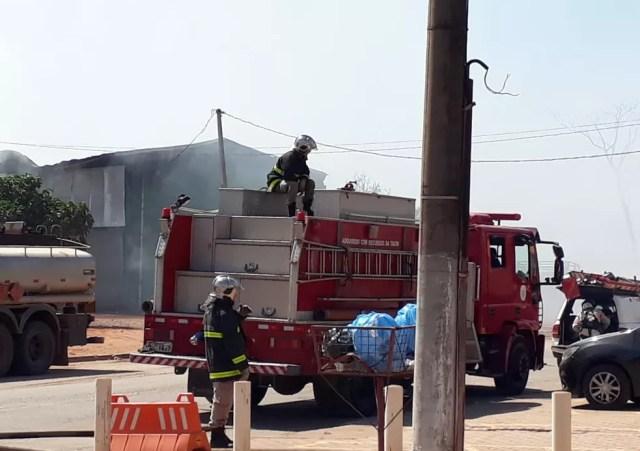 Bombeiros terminaram a ocorrência já na manhã deste sábado — Foto: Corpo de Bombeiros