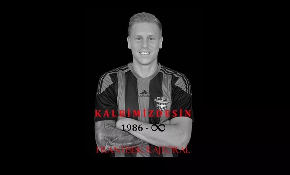 Site oficial do Gaziantepspor faz homenagem póstuma a Rajtoral após a morte do lateral tcheco (Foto: Reprodução)