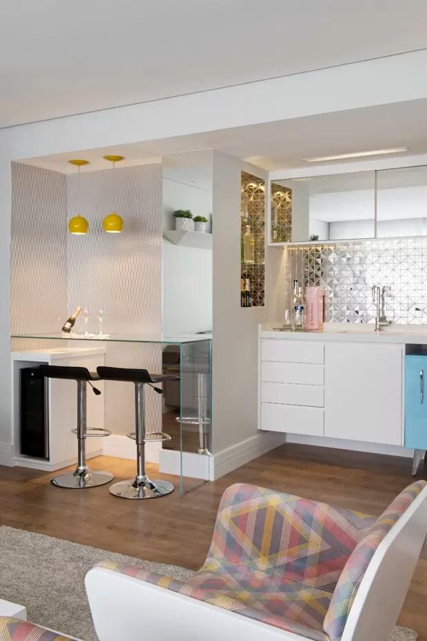 O lar da estudante cheia de estilo  Casa Vogue  Apartamentos