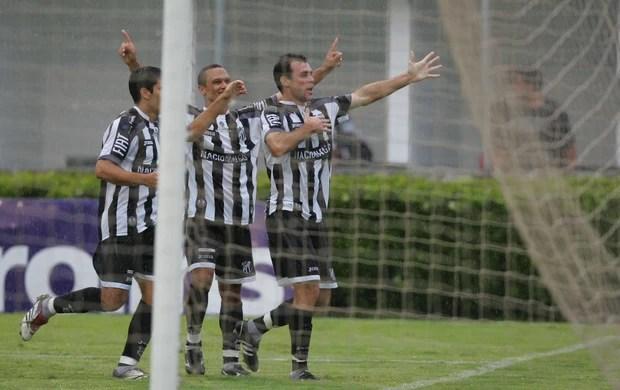Ceará comemora acesso Série B 2009 Ponte Preta Moisés Lucarelli (Foto: Kiko Silva/Agência Diário)