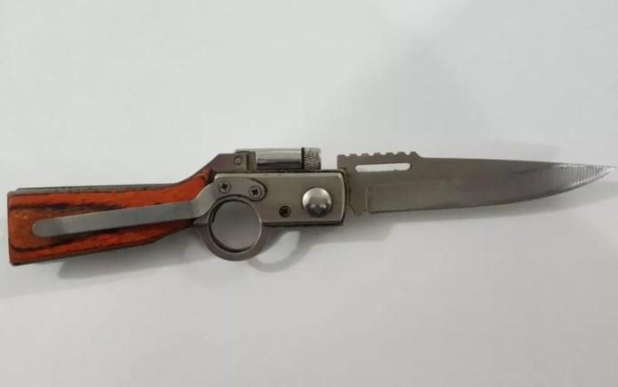 Canivete que teria sido usado para matar Adriana, conforme a polícia (Foto: Rafael Vedra LiberdadeNews)
