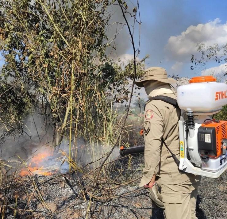 Corpo de Bombeiros tem reforçado equipes diariamente para atender demanda de incêndios florestais — Foto: Arquivo/Corpo de Bombeiros do Acre
