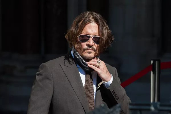 Johnny Depp in front of the English court in which his case against The Sun is tried (Photo: Getty Images)