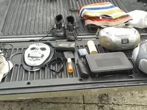 Objetos foram encontrados com suspeitos (Foto: PM/SE)