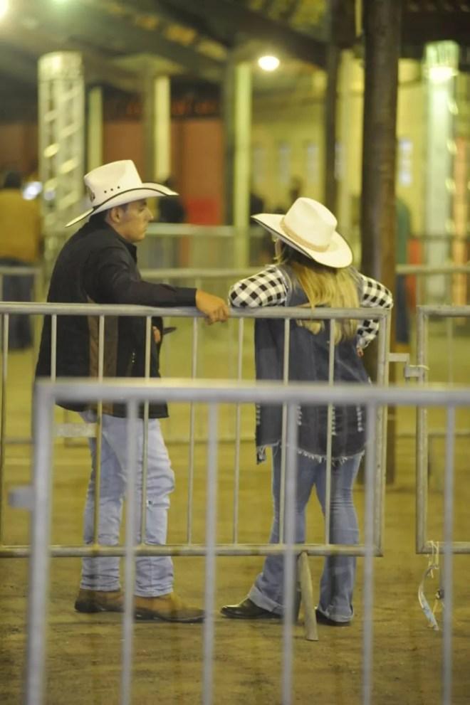 Público começa a chegar ao recinto da Festa do Peão de Americana — Foto: Júlio César Costa/G1