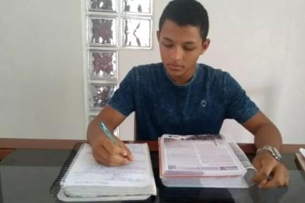 Felipe estudava cerca de 10 horas por dia, entre o colégio, as matérias isoladas e os estudos em casa (Foto: Felipe de Azevedo/Arquivo Pessoal)