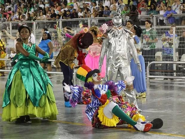 Comissão de frente da Camisa Verde e Branco levantou público (Foto: Ardilhes Moreira/G1)