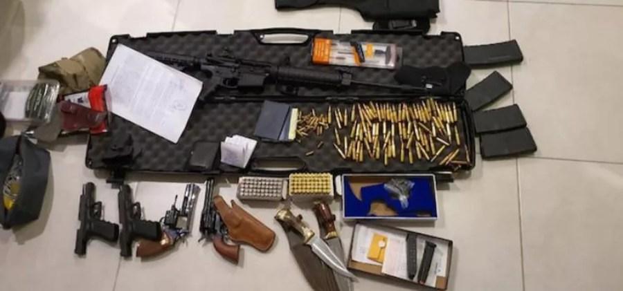 Armas e munições apreendidas com os brasileiros — Foto: Secretaria Nacional Antidrogas do Paraguai/Divulgação