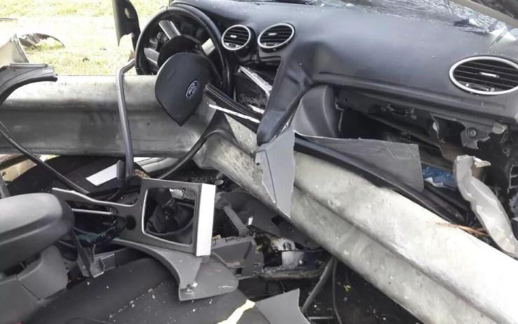 Veículo ficou completamente destruído (Foto: Divulgação/Adriano Biscola)