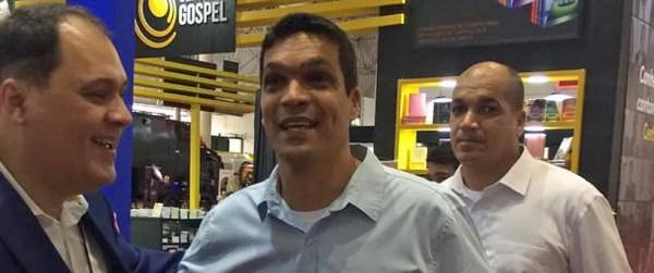 Candidato do Patriota à Presidência da República, Cabo Daciolo visita feira religiosa em São Paulo — Foto: Marina Pinhoni/G1