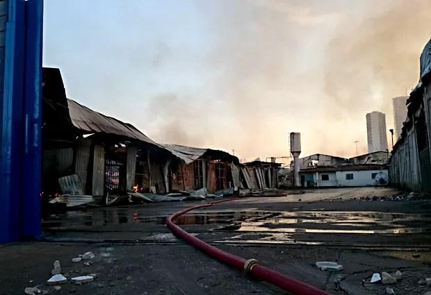 Local onde houve incêndio, em Taguatinga (Foto: Ricardo Moreira/G1)