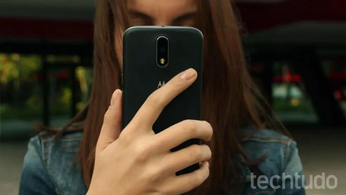 Traseira do Moto G4 é feita em plástico (Foto: Ana Marques/TechTudo)